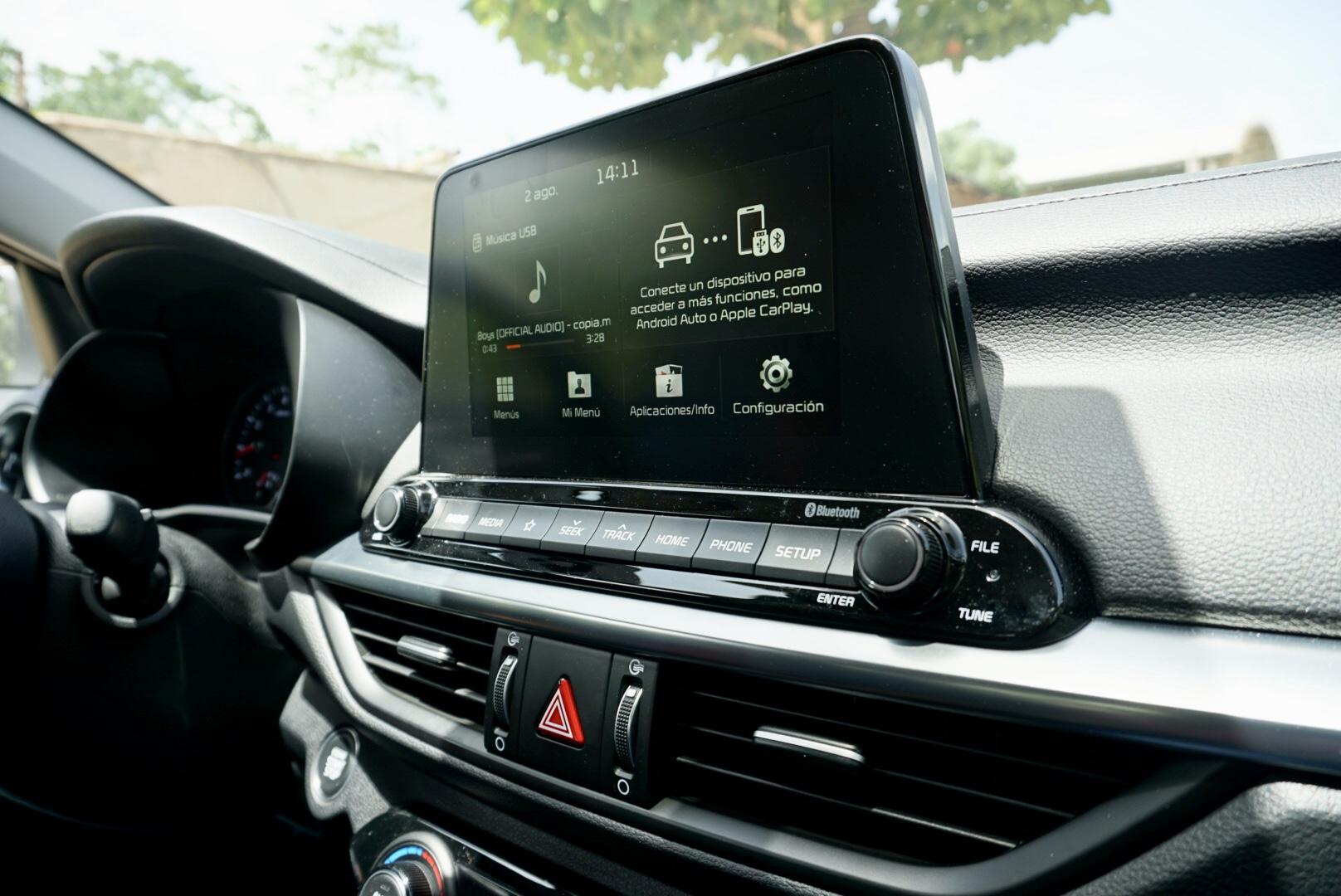 f9047eea En cuanto a comodidad, la pantalla de ocho pulgadas tiene la capacidad de  conectar tu celular mediante Apple Car Play o Android Auto, cuenta con  cargador ...